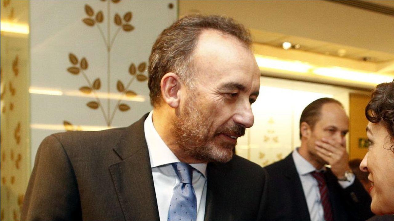 Manuel Marchena, en una imagen de archivo, hablando con la ministra de Trabajo en funciones, Magdalena Valerio