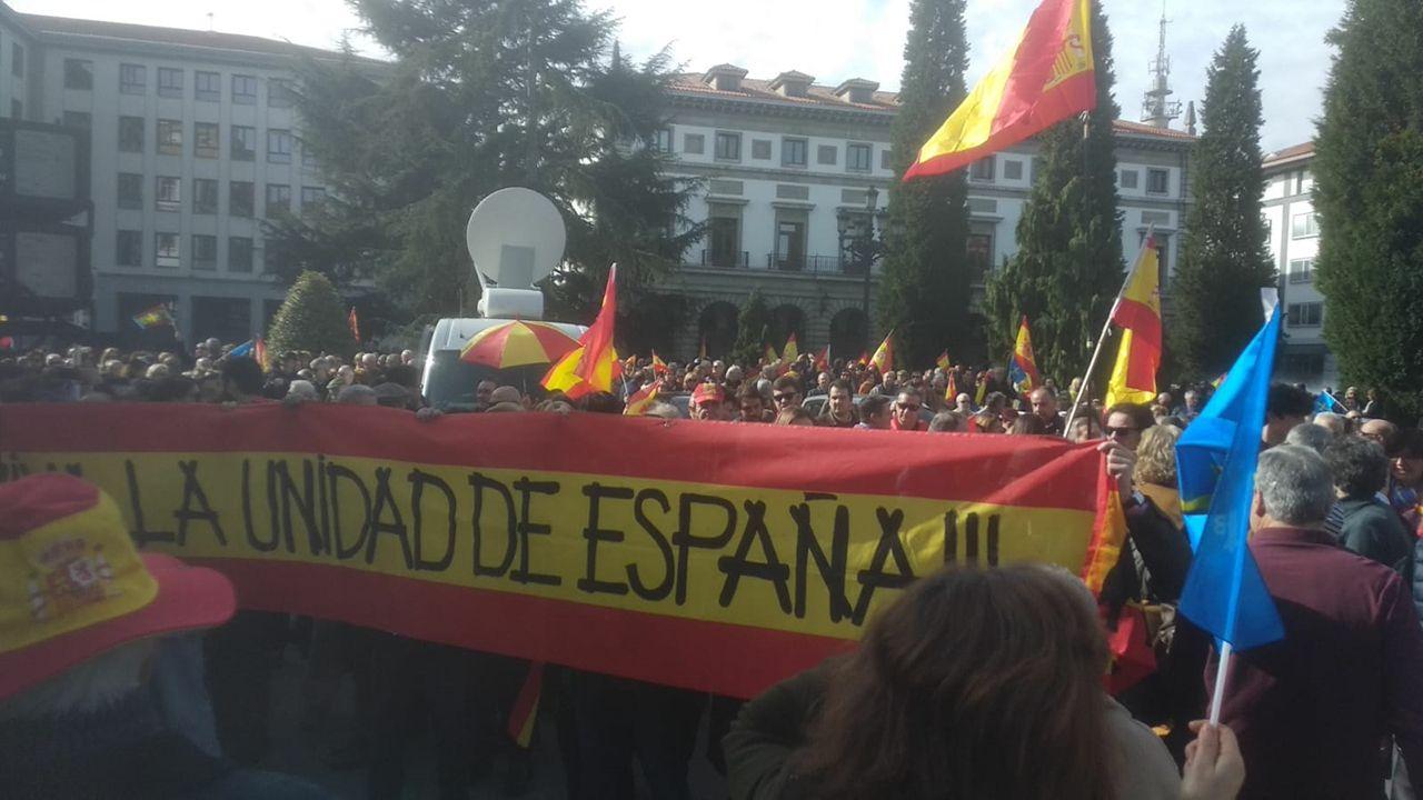 Manifestación por la unidad de España en Oviedo.Carmen Moriyón, en el centro de la imagen, junto a Pablo Casado, en la manifestación del 10 de febrero en Madrid