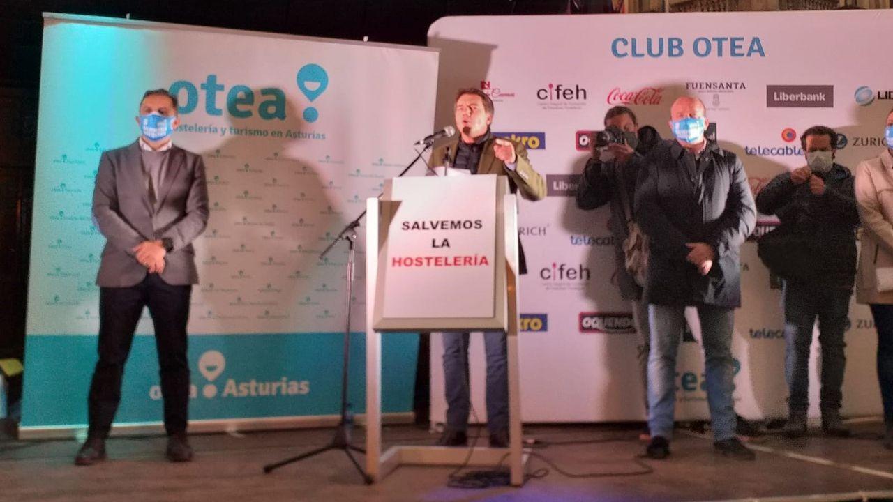 El presidente de Otea, José Luis Álvarez Almeida, interviene en la protesta de la hostelería en Oviedo contra las medidas frente a la pandemia