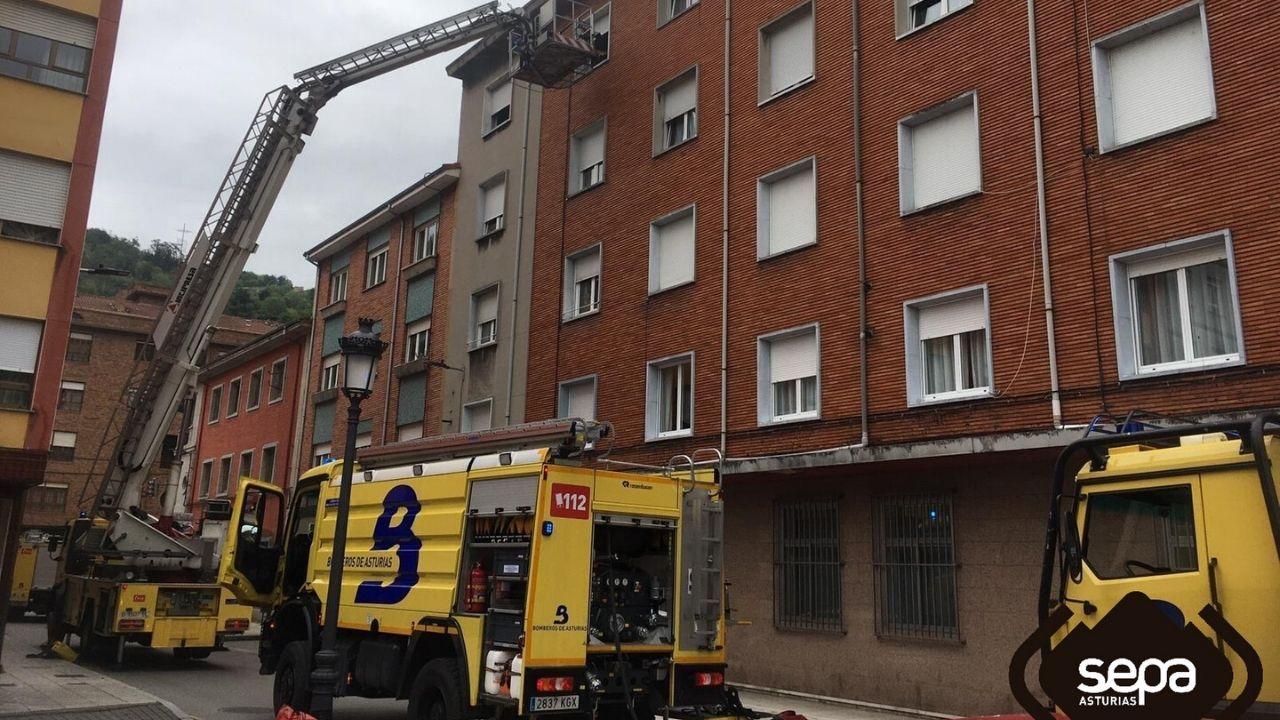 Intervención de los bomberos de Asturias en San Martín del Rey Aurelio