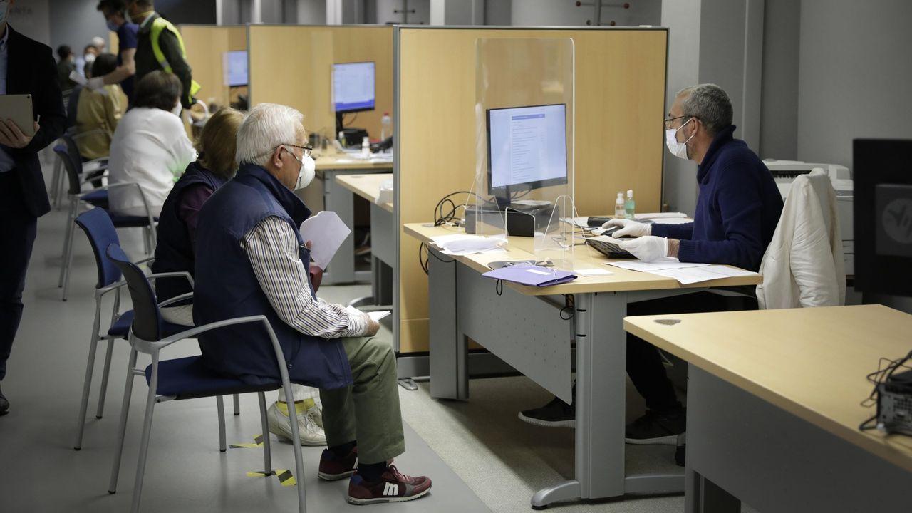 Atención presencial para la declaración de la renta (imagen de archivo)