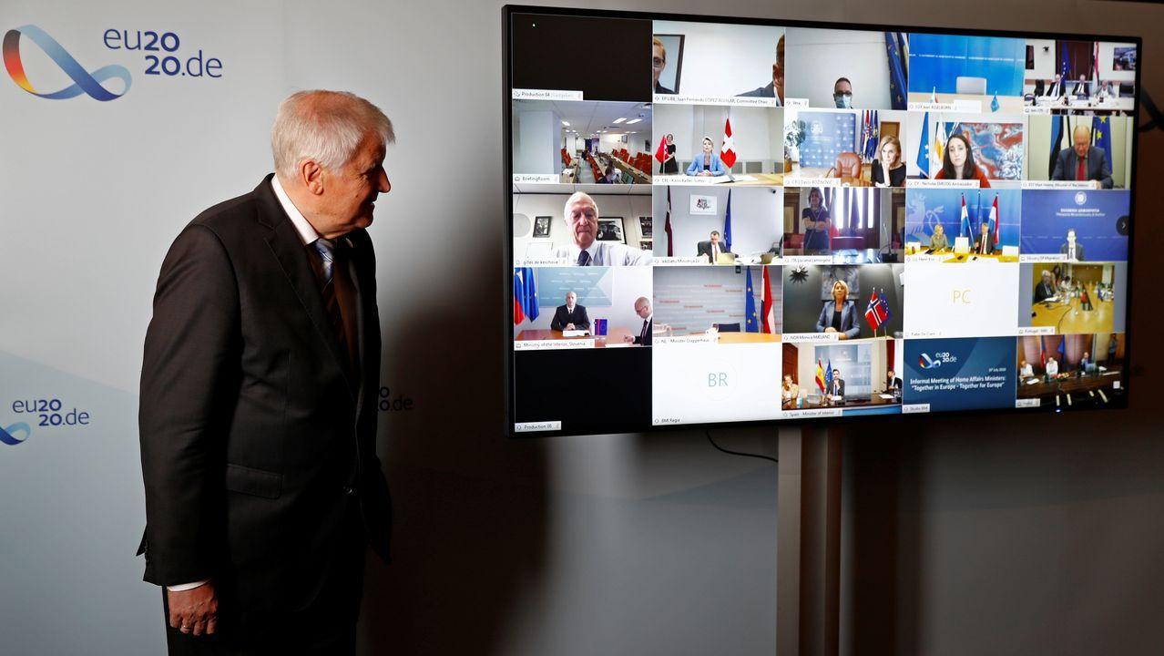El ministro de interior alemán, Horst Seehofer, participa en una reunión virtual con el Consejo de Justicia y Asuntos de Interior de la Unión Europea