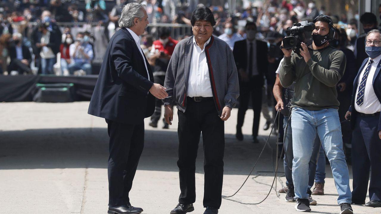 El expresidente de Bolivia Evo Morales, acompañado del presidente argentino, Alberto Fernández, hoy en Villazón, población boliviana en la frontera con Argentina