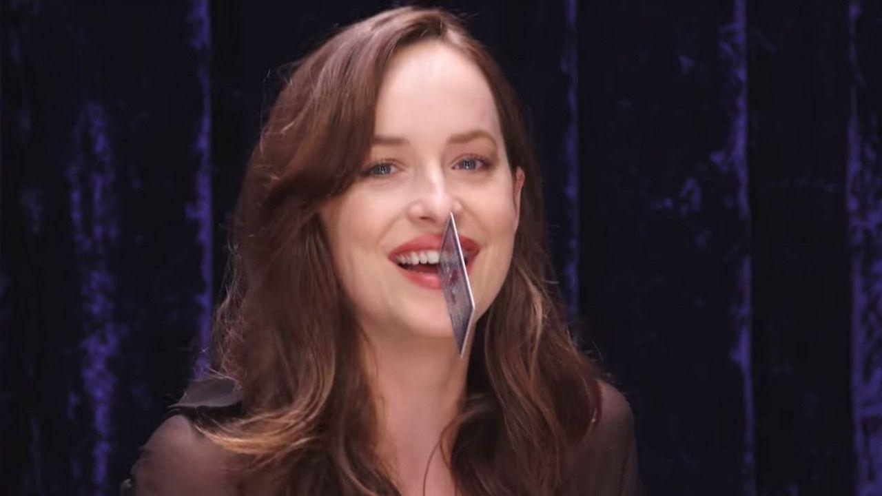 La actriz bromeaba en un vídeo con su espacio interdental