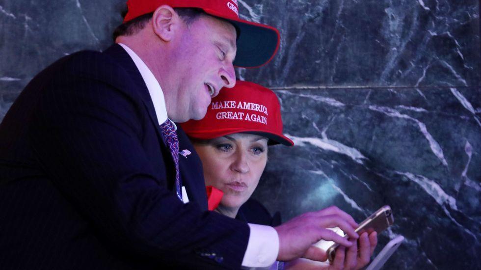 Seguidores republicanos, pendientes de los resultados.