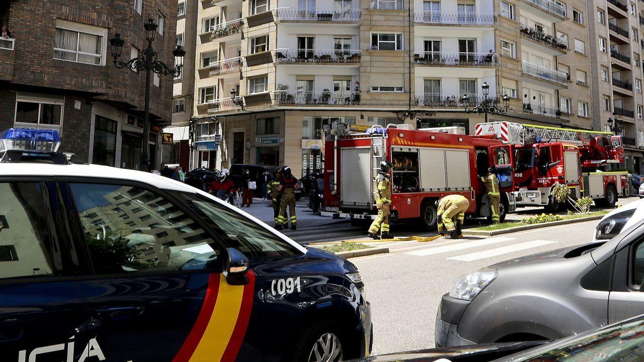 Choque frontal en la autopista en Vigo.Imagen de archivo de los bomberos en una actuación