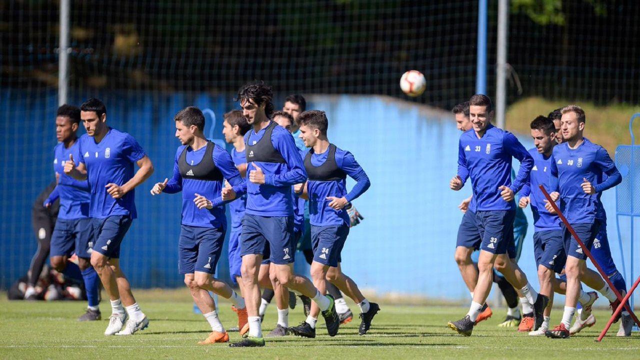 Egea Saul Berjon Forlin Joselu Tejera Requexon.Los jugadores del Real Oviedo corriendo en El Requexón
