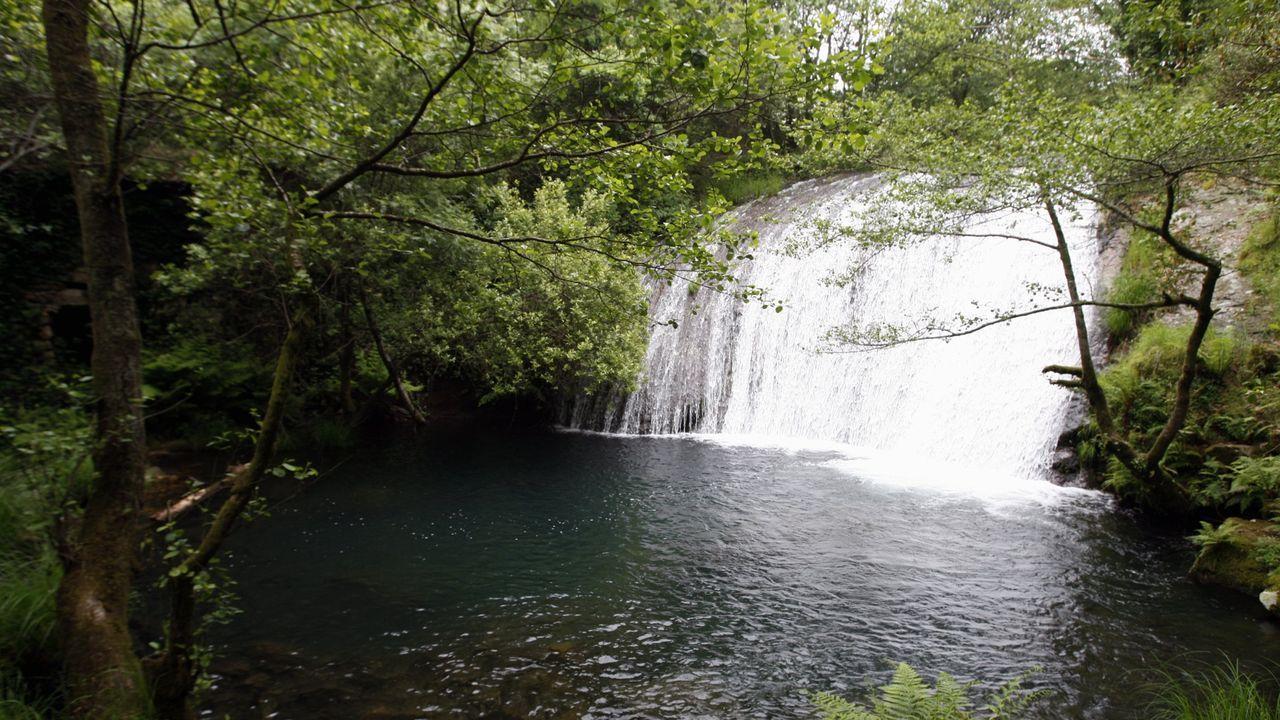 La denominada cascada de arriba supone el punto final al paseo