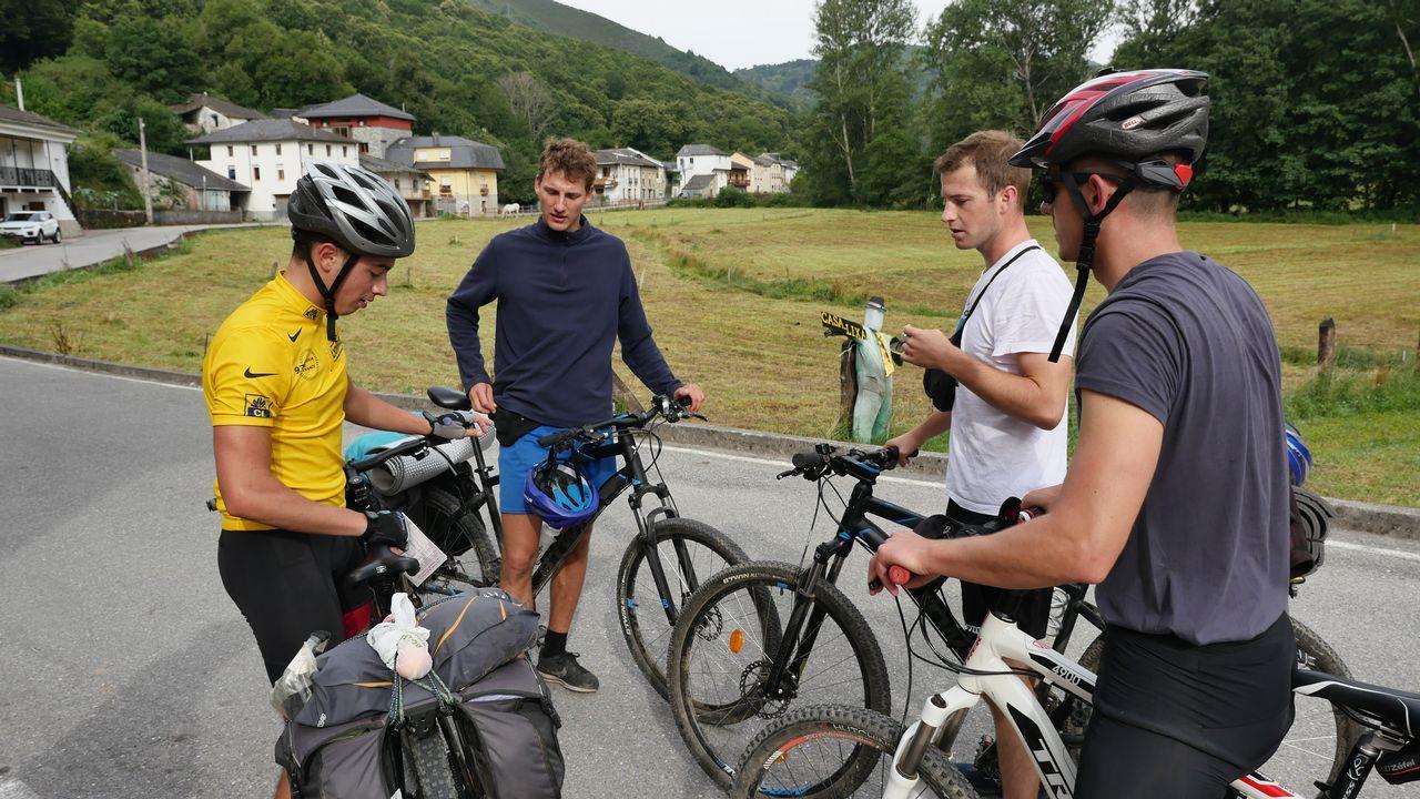 Un grupo de amigos hace el Camino en bicicleta