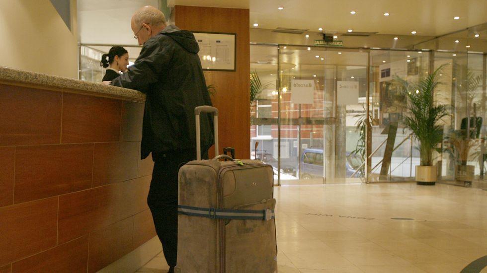 La crudeza del fuego asturiano en imágenes.Imagen de archivo del 2008. Recepción del Hotel Barceló Almirante (Ferrol).