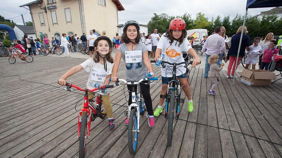 Día de la Bicicleta en Rábade.Asistentes a la asamblea del jueves en Rábade.