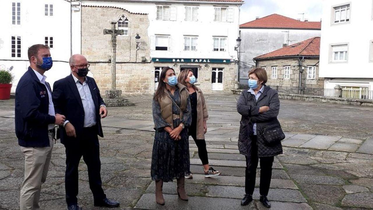 El pulpo reina en el San Froilán.Muestra «Carteles para un Camino. Cien años de inspiración jacobea», en Pontevedra
