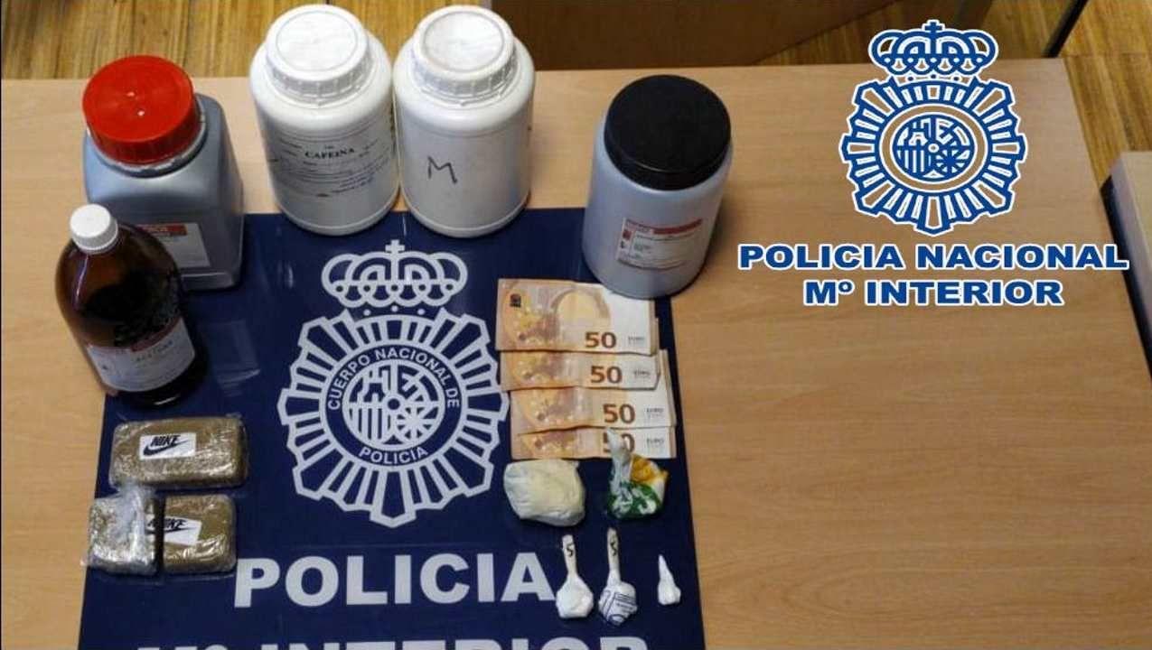 «Notamos frenazos, salí impulsado y me golpeé en la cabeza».Control de la Policía Nacional en la avenida de Castrelos de Vigo