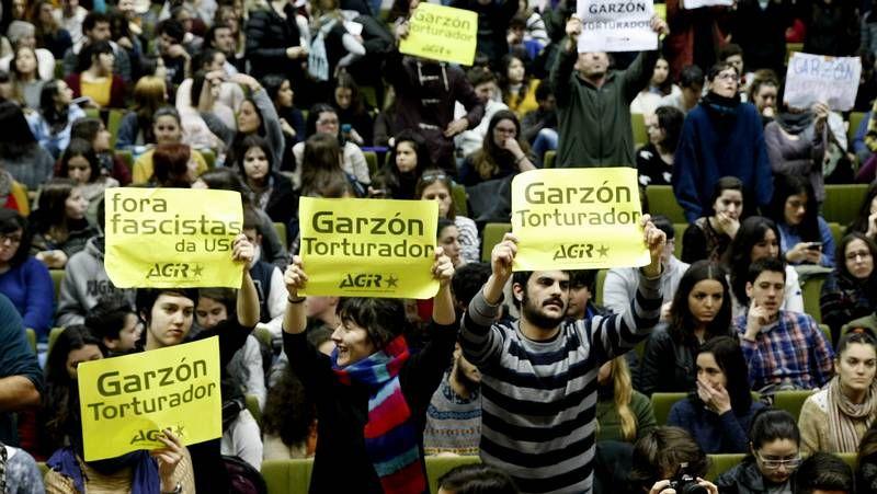 Agitada conferencia de Baltasar Garzón.El juez Silva acaba de presentar un libro en el que disecciona la Justicia en España.