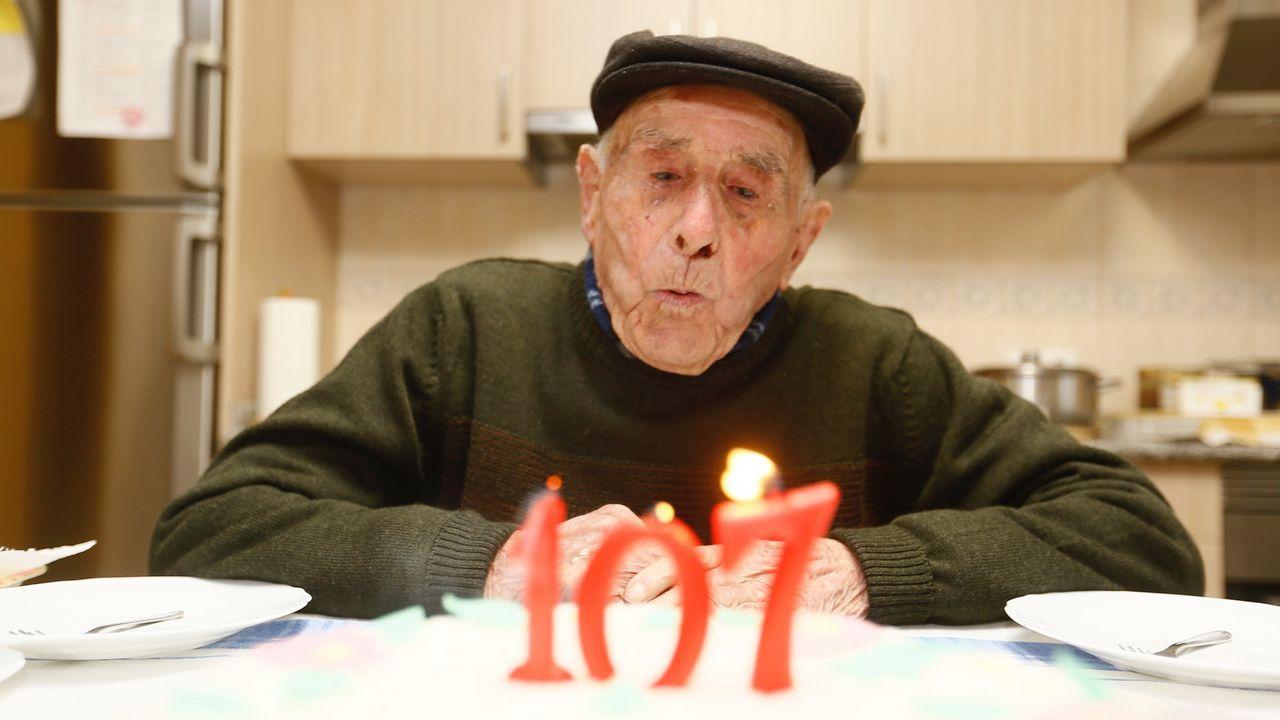 Pancho en su 107 cumpleaños: «Comín uns callos que mesouberon moito»