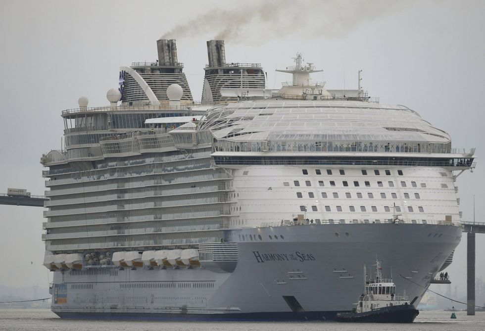 El crucero más grande del mundo, el «Harmony of the Seas», en Saint-Nazaire.