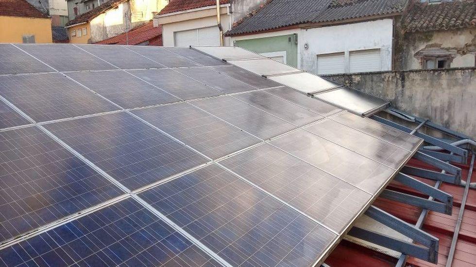 Las placas solares que al menos en teoría abastecen de agua caliente al centro de día