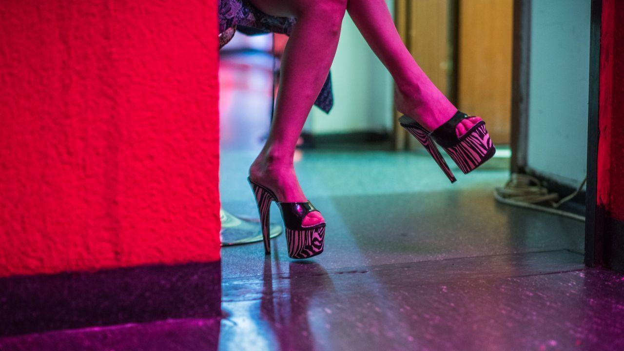 Imagen de archivo de una prostitua en un club de alterne