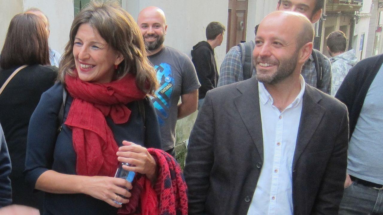 La primavera colorea Galicia.Carmen Santos, Antón Sánchez y Luís Villares, durante el último pleno del Parlamento de Galicia