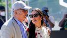 El cineasta Carlos Saura con su hija Anna, en San Sebastián.