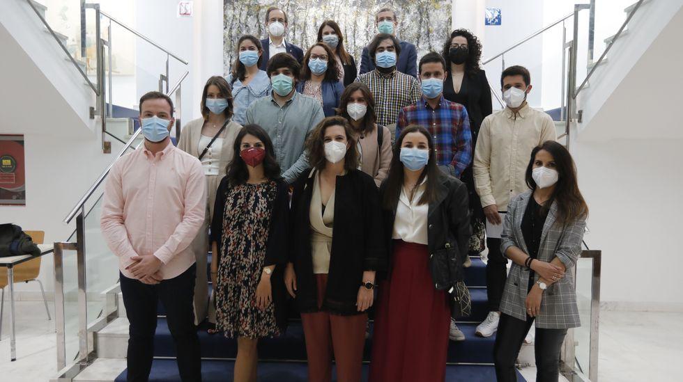 Ourense despide a 38 médicos y enfermeros residentes.Autocov del CHUO