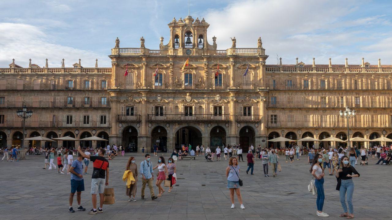 Turistas en la Plaza Mayor de Salamanca