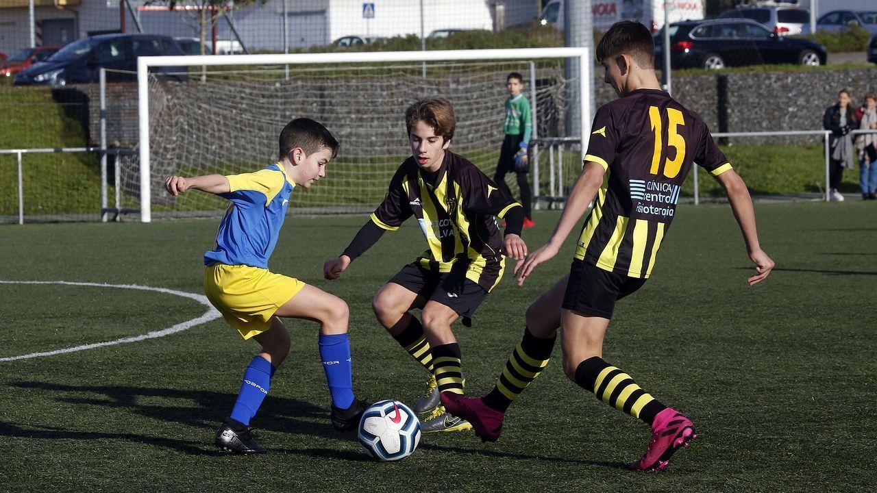 Búscate en los pinchos navideños del Concello de Boiro.Los jugadores del Real Oviedo en El Requexón