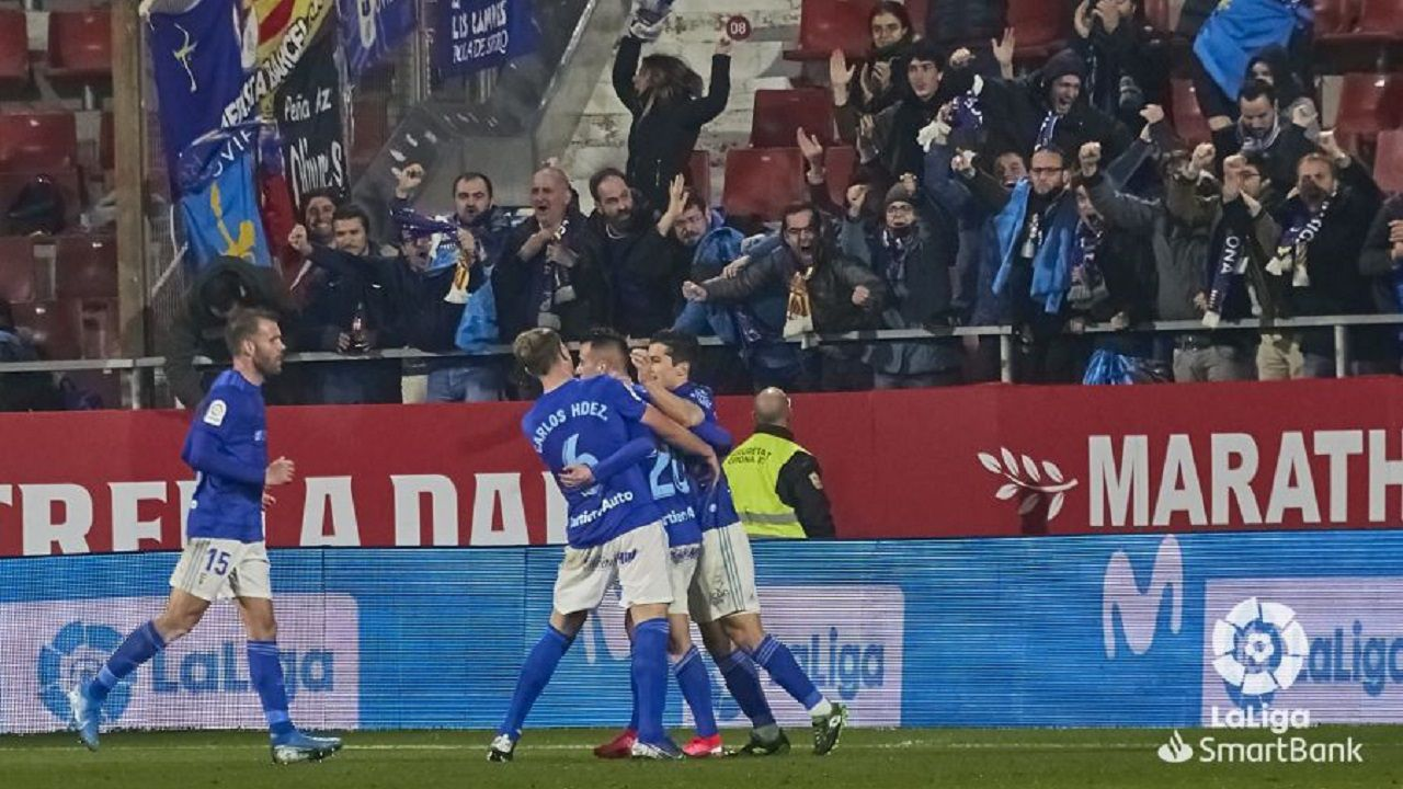 Los futbolistas azules celebran el gol de Tejera