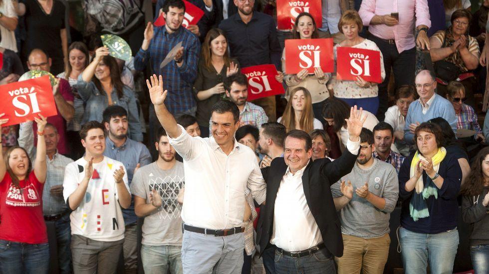 La designación de senador autonómico reabre las pugnas internas en el PSdeG.Abel Caballero con Pedro Sánchez en el mitin celebrado la semana pasada en Vigo