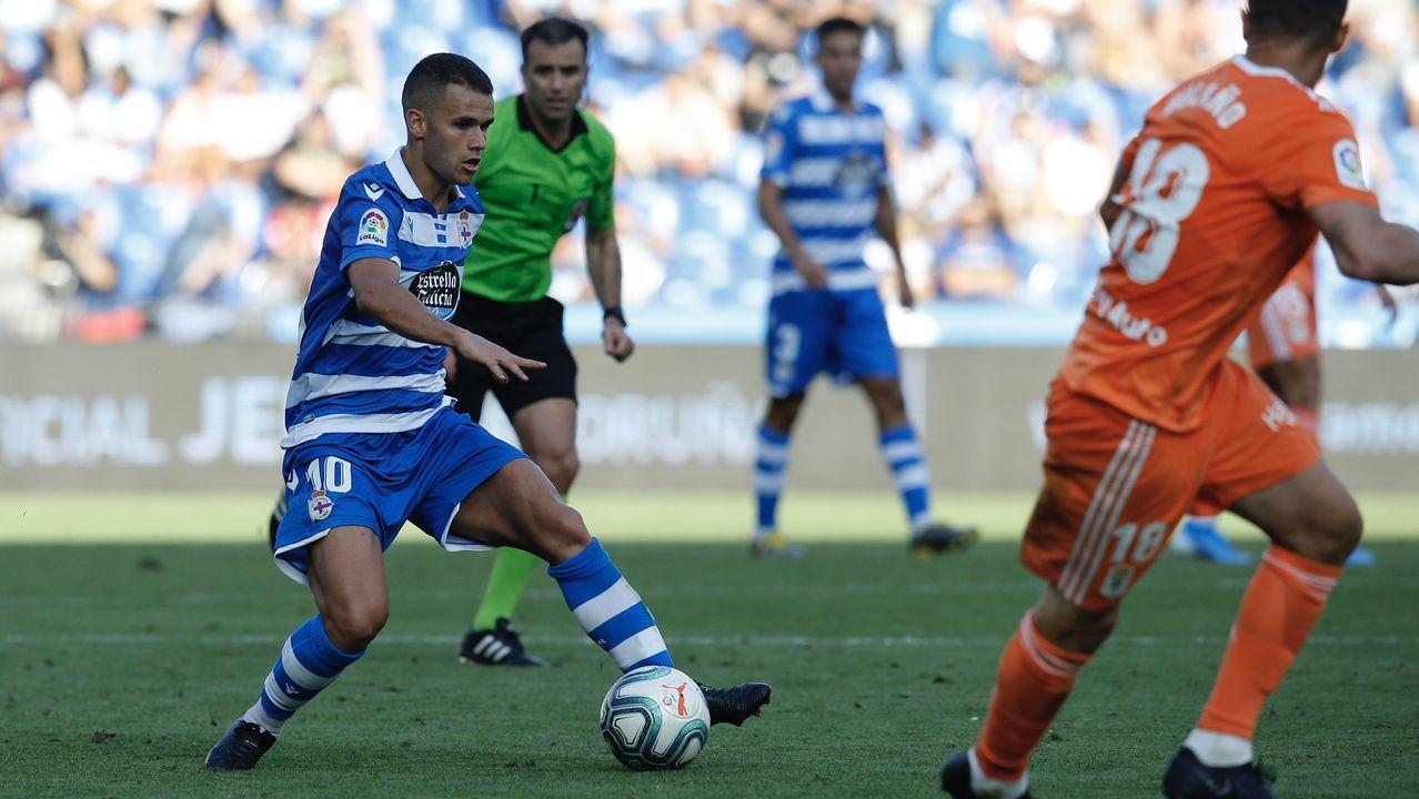 Obeng Carlos Hernandez Christian Fernandez Borja Valle Deportivo Real Oviedo Riazor.Sangalli pugna por el balón con Koné