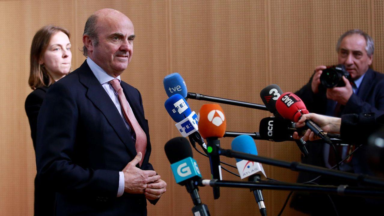 De Guindos, felicitado por los miembros del Ecofin