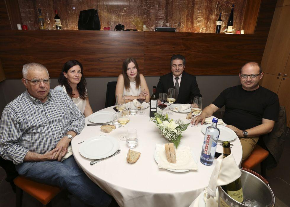 José Martínez, Elibel Lago, Tania Carreira, José Manuel Pato y José Manuel Varela, en Laxe.