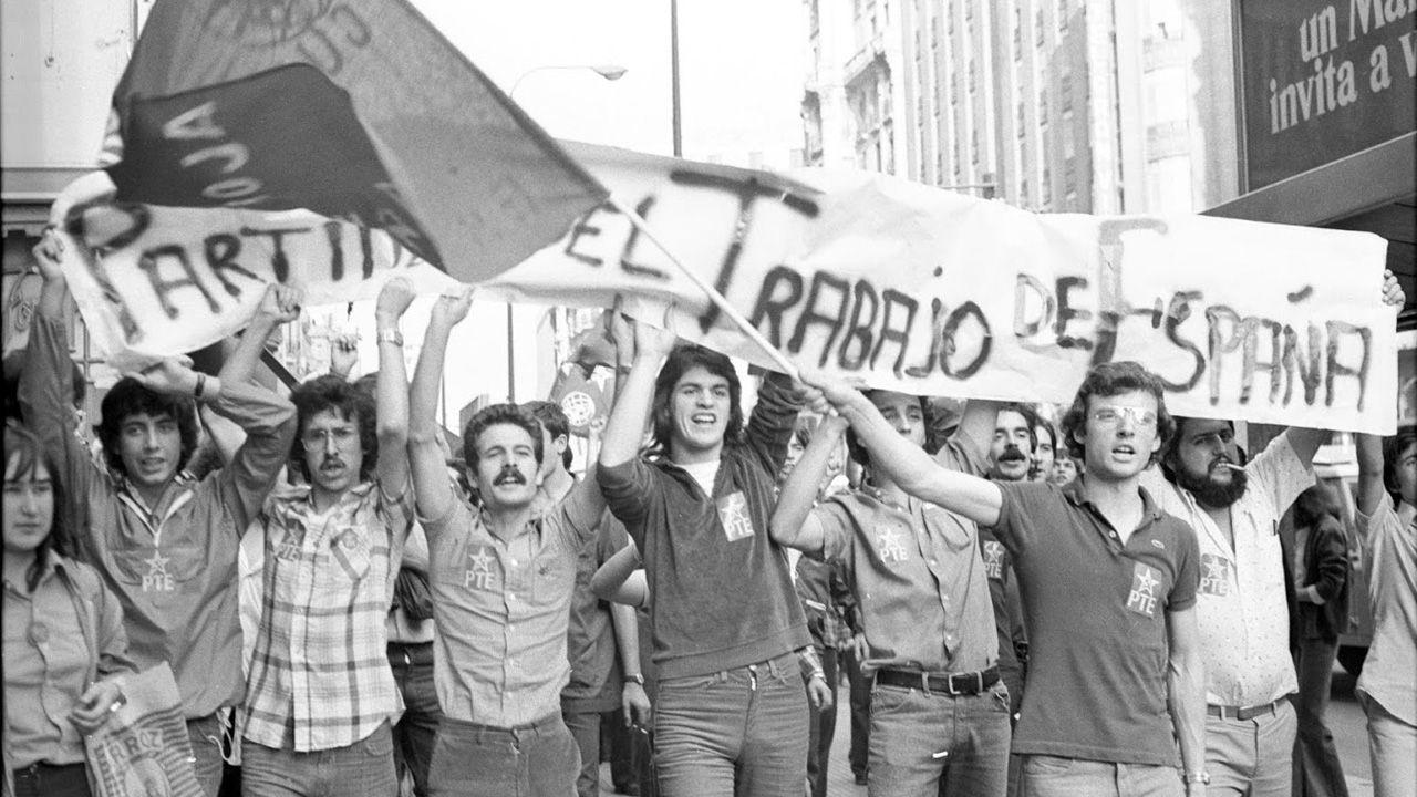 Una manifestación en favor de la legalización de partidos de izquierda, durante la Transición española, en 1977