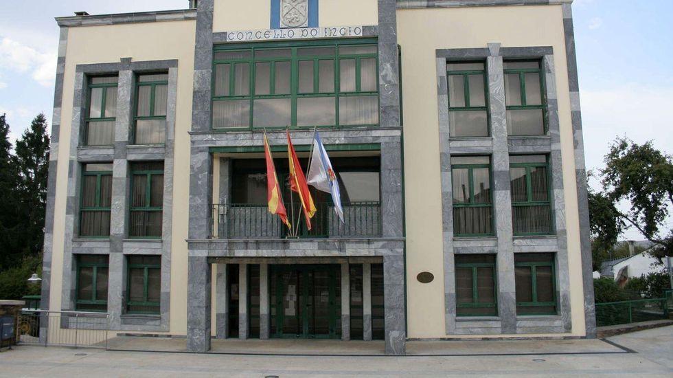 La empresa de A Ulloa que procesa 7 millones de kilos de castaña.Sede del Ayuntamiento de O Incio