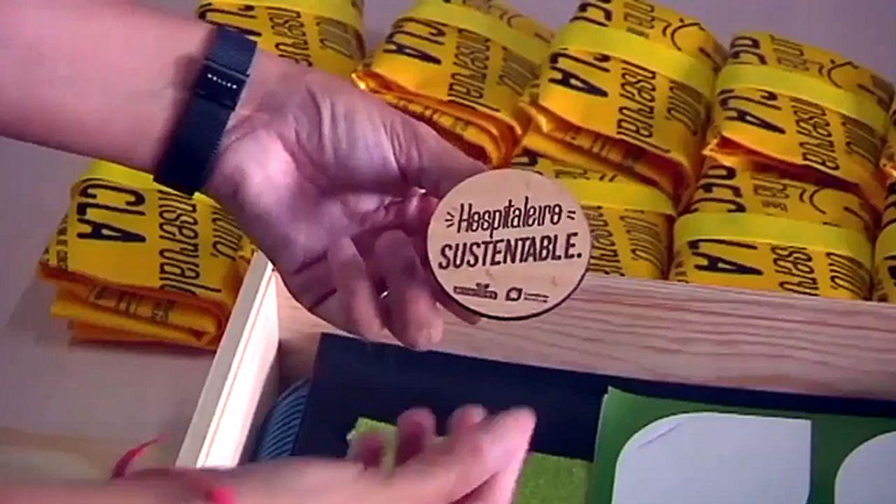 Uno de los bolsos confeccionados para la marca SINDesperdicio a partir de la tela de un toldo