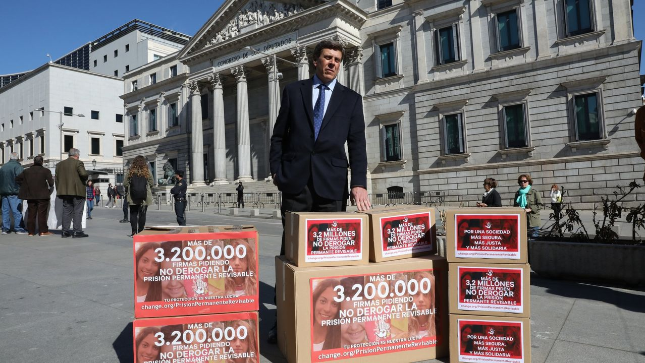 Juan Carlos Quer entregó más de tres millones de firmas en el Congreso para que no se derogue la Prisión Permanente Revisable