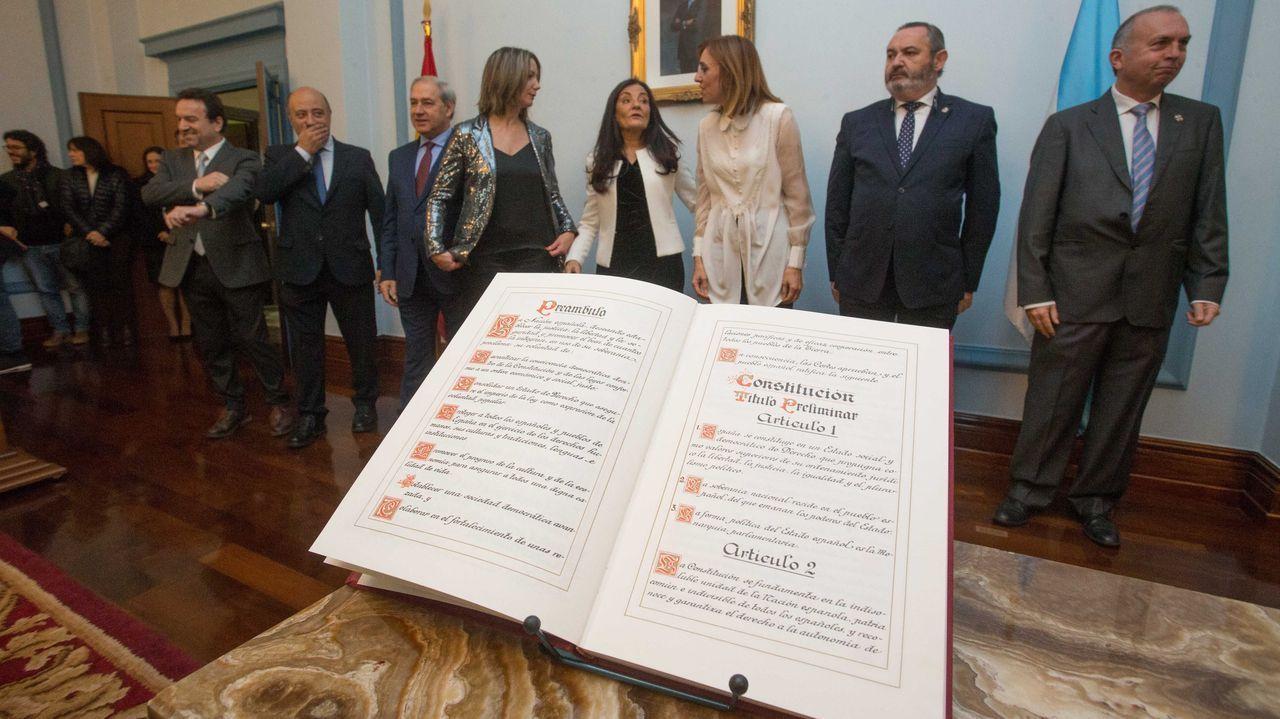 Celebración del Día de la Constitución en Lugo.Pablo Iglesias, entre a las diputadas Noelia Vera y Ione Belarra, este viernes, en los actos del Día de la Constitución