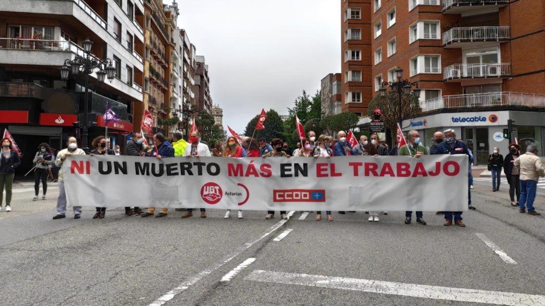 Concentración contra la siniestralidad laboral en Oviedo.