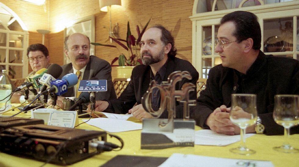 Manuel Cabezas y Eloy Lozano, en el centro, presentando el festival en 1996