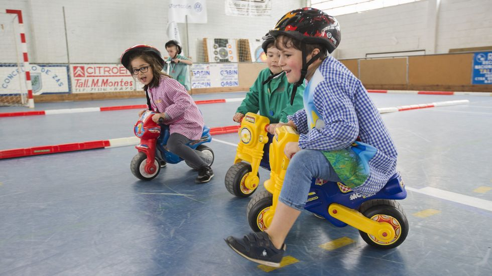 La seguridad vial, una materia en los colegios de Baio y Zas