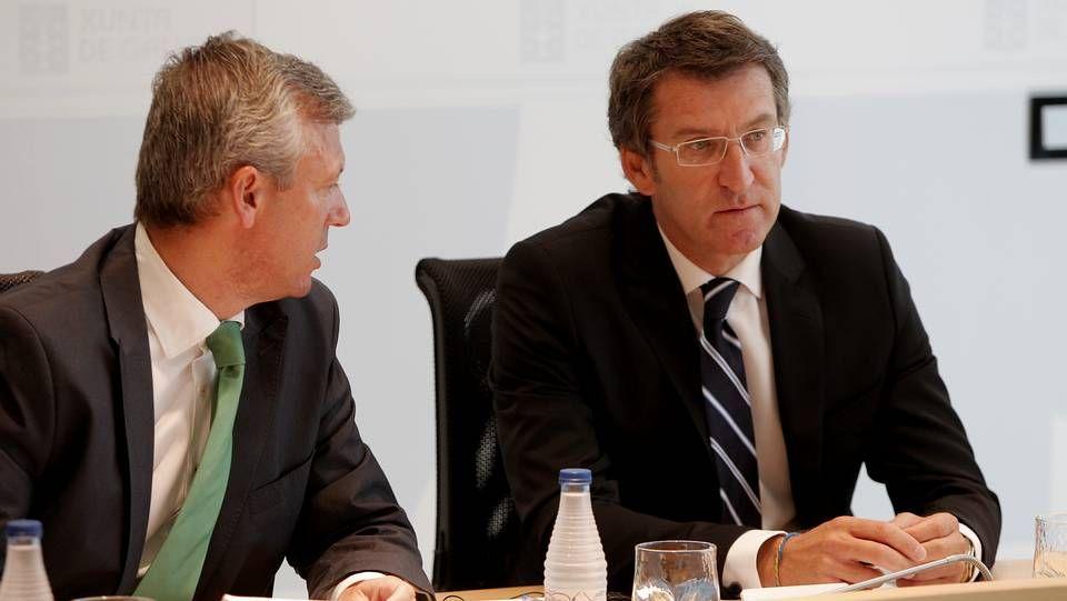 Las caras del PP para las elecciones.Rueda y Feijoo, en el Consello de la Xunta que decretó la convocatoria de elecciones en Galicia