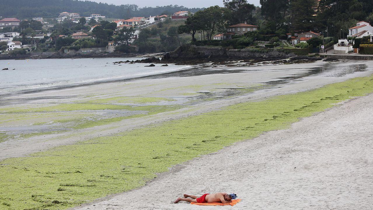 Imagen de la playa de la Madorra, en Panxón, uno de los escenarios claves de la novela de Domingo Villar