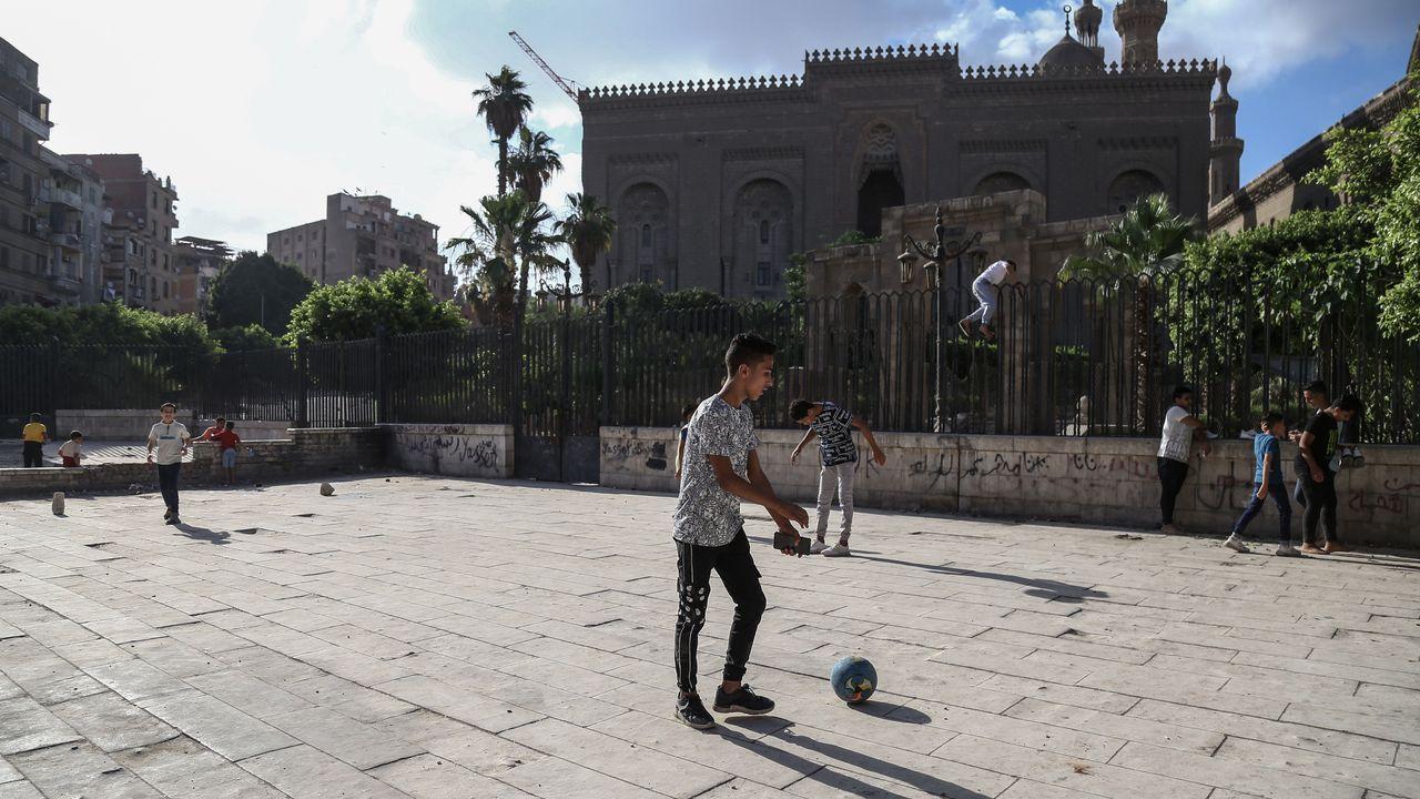 Unos niños jugaban, el domingo, en El Cairo