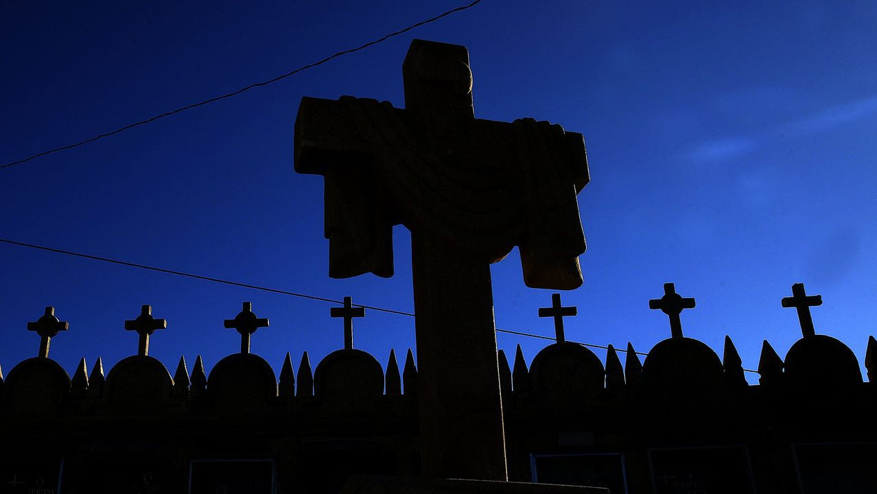 Los bienes de interés cultural de Barbanza.Imagen de archivo de un cementerio