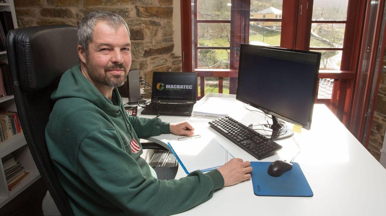 Pedro es ingeniero forestal y vive en Barcia (Os Ancares)