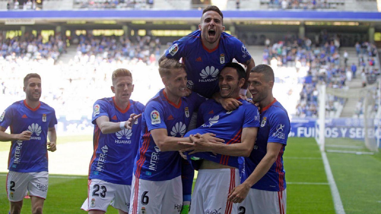 Gol Folch Rocha Aaron Carlos Hernandez Mossa Diegui Real Oviedo Sevilla Atletico Carlos Tartiere.Los futbolistas azules celebran el gol de Folch ante el Sevilla Atletico