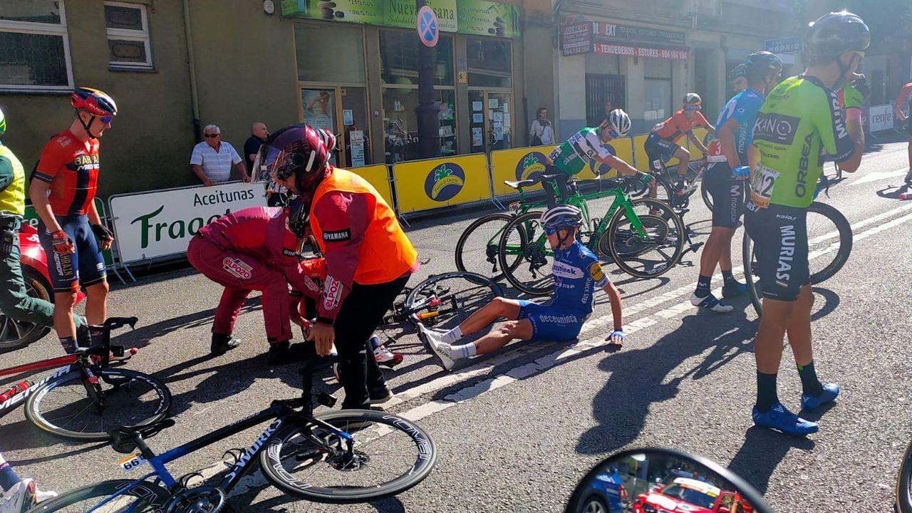 Caída a unos metros de la llegada de la decimocuarta etapa de la 74 Vuelta a España 2019, con salida en la localidad cántabra de San Vicente de la Barquera y meta en Oviedo, con un recorrido de 188 kilómetros.