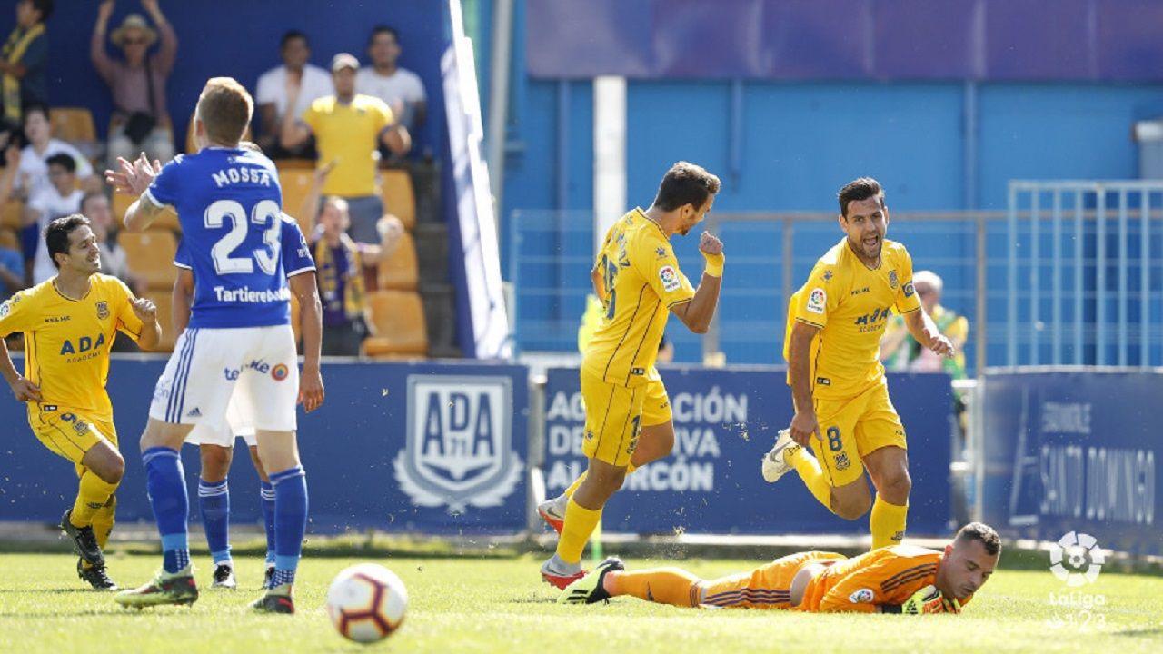 Gol Alcorcon Real Oviedo Santo Domingo Mossa Alfonso Herrero.Los futbolistas del Alcorcon celebran el gol de Dorca