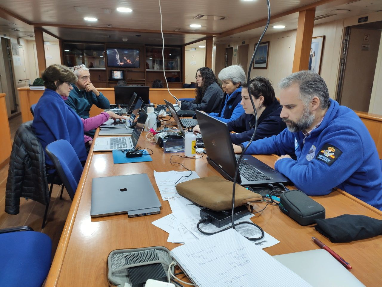 Una de las salas de trabajo que hay disponible a bordo para los científicos