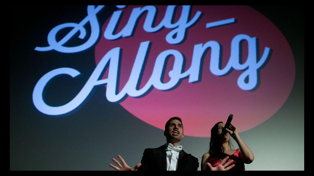 Freddie Mercury y Olivia Newton-John, en A Guarda.Dave Grohl (izq.) con el actor John Travolta en concierto en Nueva York